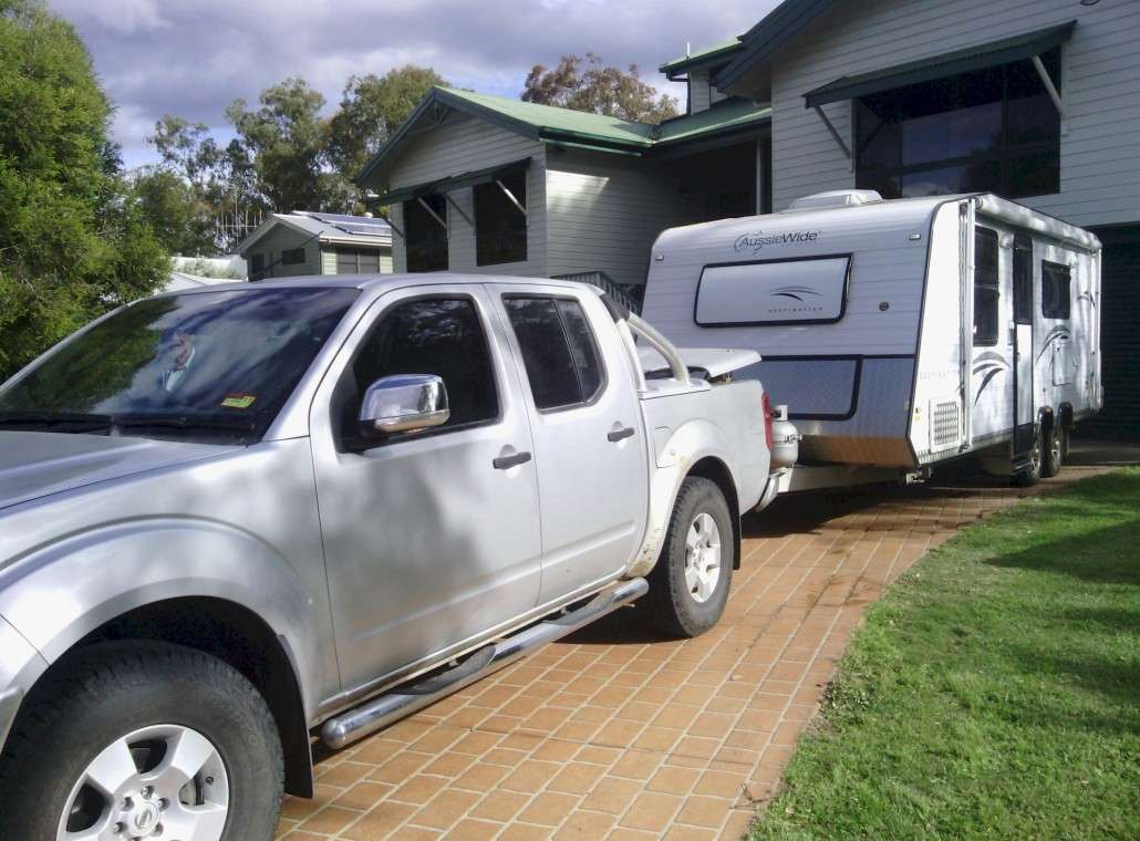 Finally after 4 days we get to hook the van back up to the Nissan at Martyn's Place.