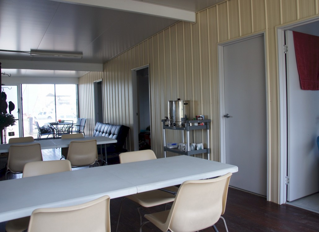 The breeze way between the bedrooms (the rooms to the right) and the kitchen/Lounge and bathrooms on the left.